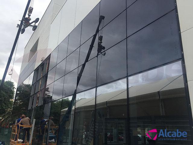 Muro de cortina de cristal para Concesionario Hyundai en Sevilla