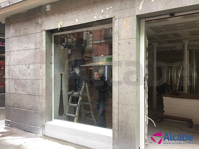 Instalación de escaparate y zonas de cristal en interior en ALE-HOP Preciados, en Madrid