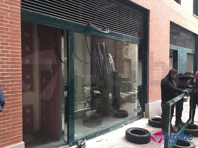 Instalación y colocación de Escaparate, Persiana enrollable y Ventanas fijas en Burger King de Valladolid