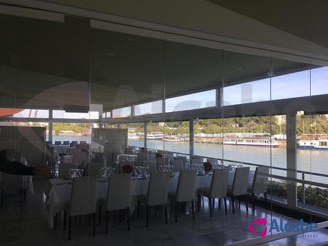 Restaurante Río Grande. Instalación de cerramientos de cristal con cortinas de vidrio Sunflex SF40
