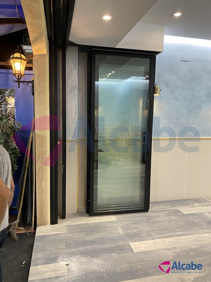 Instalación de Persiana Enrollable Collbaix y Cortina de Cristal Sunflex SF40