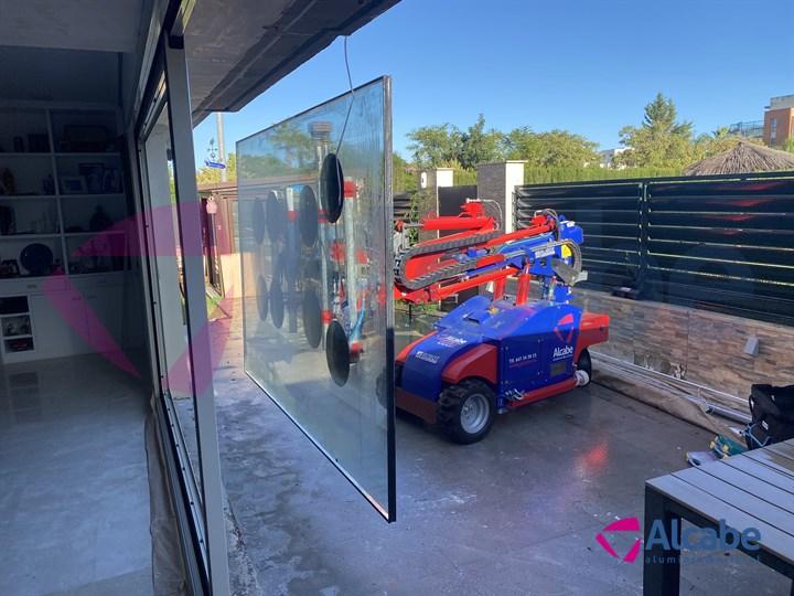 Colocación de cristales con Robot cristalero en chalet en Condequinto, Dos Hermanas, Sevilla
