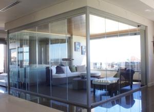 Sistemas de cortinas de cristal para viviendas y negocios