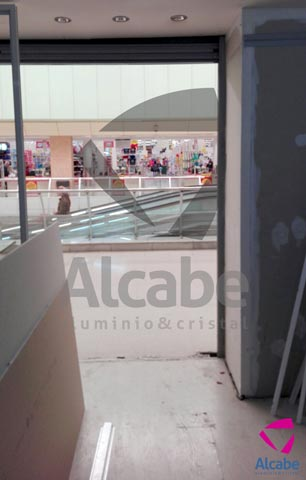 Escaparate Vidrio Seguridad Local Comercial (C.C. ALCAMPO)