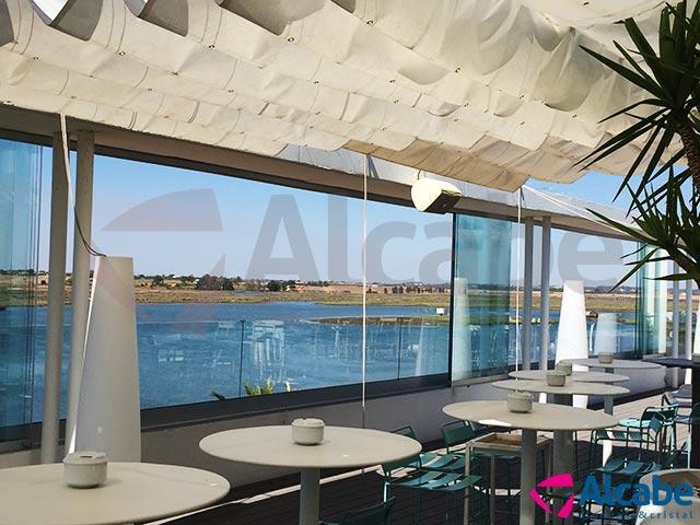 Instalación de barandillas de vidrio con cortinas de cristal en Huelva (Capitana Isla Cristina)