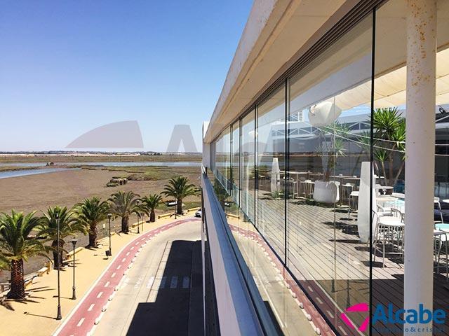 Barandillas de vidrio con cortinas de cristal en capitana for Barandillas de cristal para terrazas
