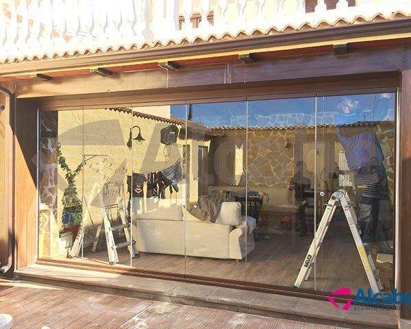 Cortina de cristal porche madera Campillos (Málaga) COPROBEN
