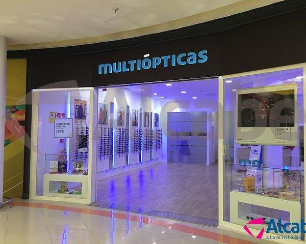 Instalación de persiana automática en tienda Multiópticas