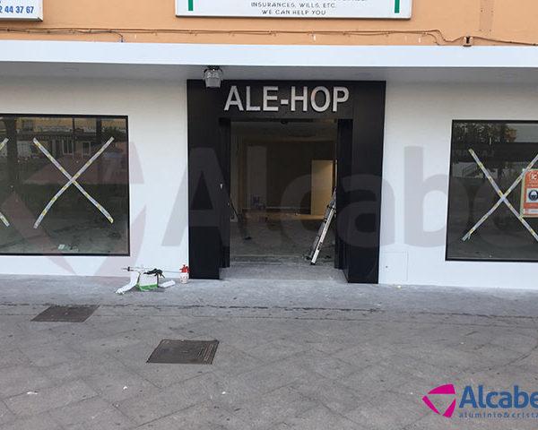 Instalación de Escaparate en TIenda de regalos Ale-Hop en Benalmádena