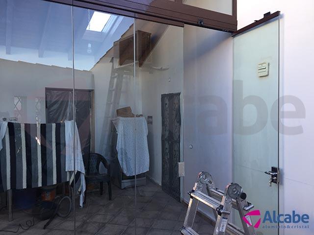 Cortina de cristal para cerramiento de patio interior en El Ronquillo, Sevilla
