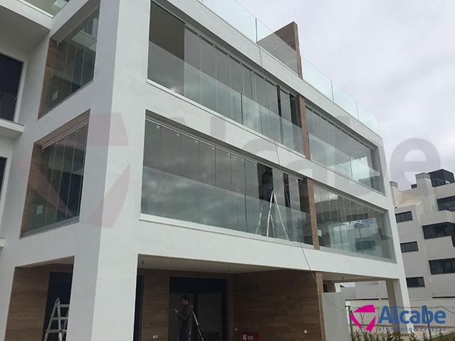 Cortinas de cristal en fachada para edificio de oficinas en El Puerto de Santa María (Cádiz)