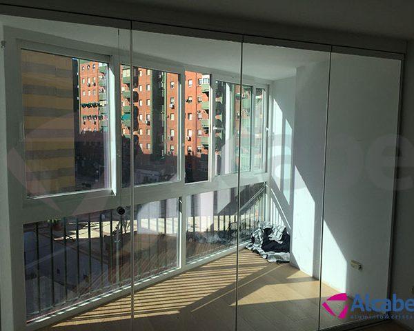Cortina de Cristal para separar el balcón del salón en Santa Justa (Sevilla)