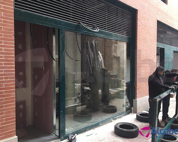 Persiana enrollable, escaparate y ventanas Burger King de Valladolid