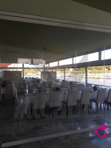 Sunflex SF40 – Cerramiento Cortina de Cristal Restaurante Río Grande