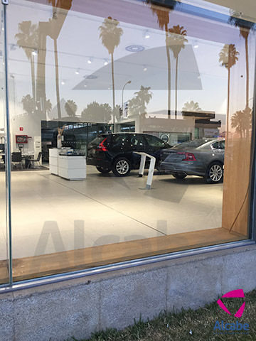 Volvo Sevilla – Sustitución e Instalación de cristales fachada exterior