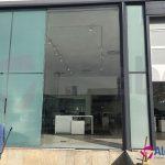 Un trabajo perfecto, para este proyecto en el que sustituimos varios cristales de gran envergadura, de la fachada exterior en el concesionario Volvo de Sevilla.