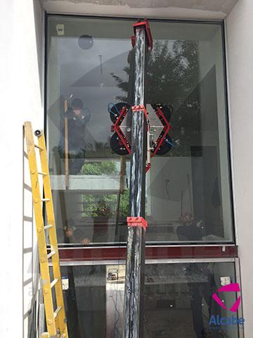 Montaje de Vidrio de gran tamaño con Minigrúa