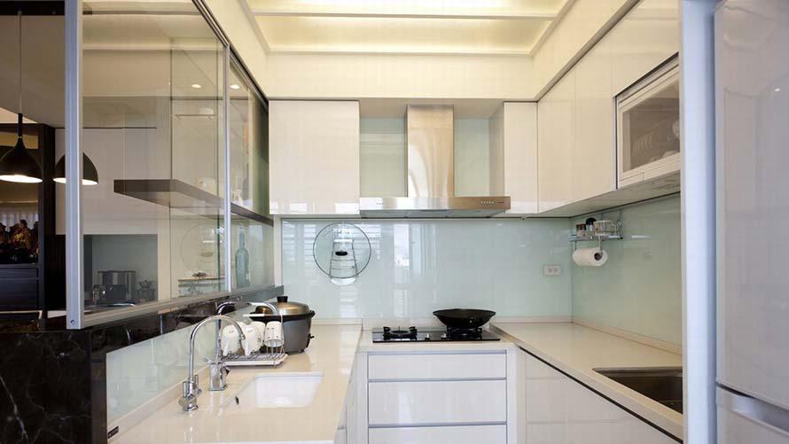 Cocinas más amplias gracias a las paredes de cristal