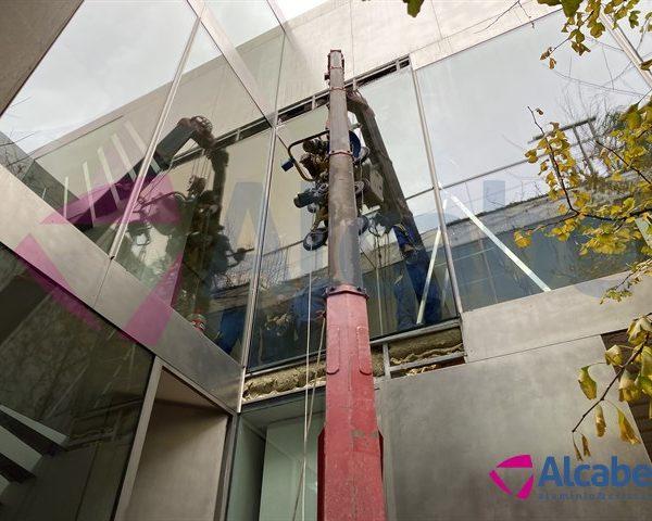 Alquiler Minigrúa para Montaje de Cristales en Sevilla