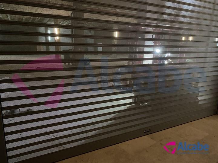 PRIMARK LEÓN · Instalación Persiana Enrollable + Cristal Escaparate